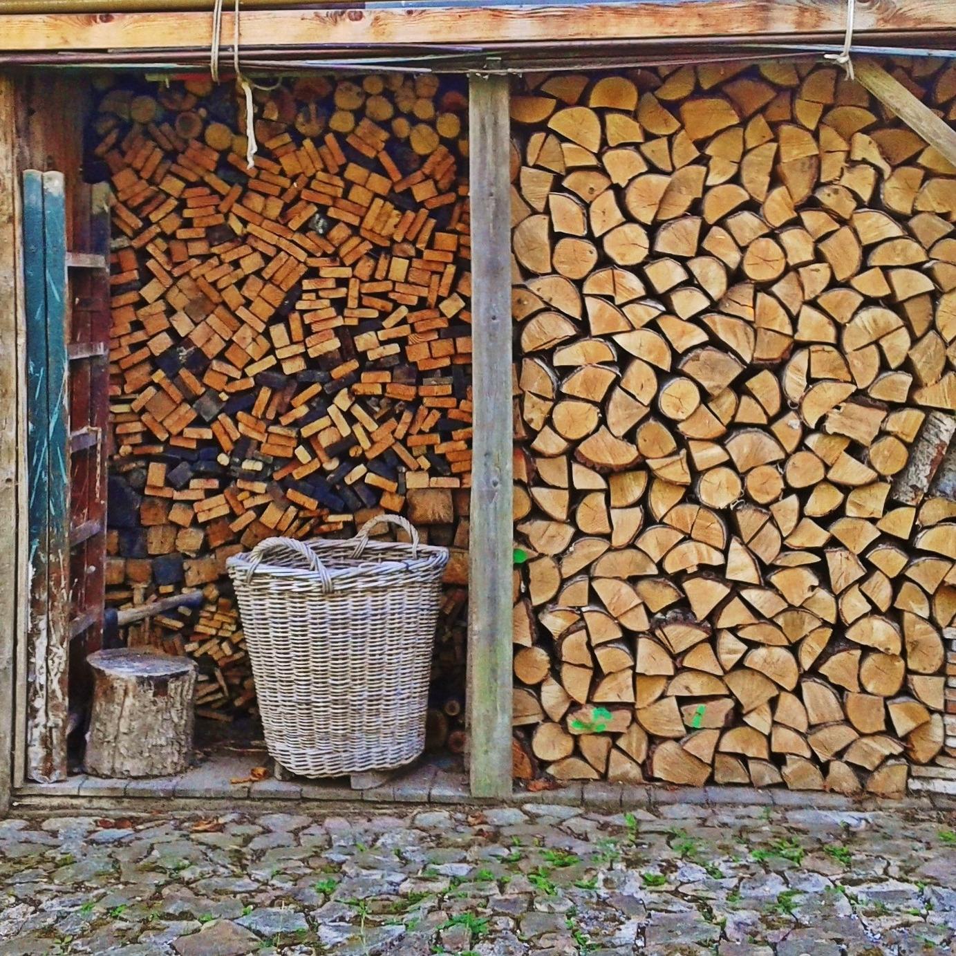 Tűzifa fűrészelés, hasogatás, aprítás